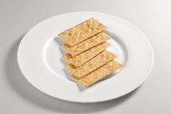 Prato redondo com os biscoitos sem sal Foto de Stock