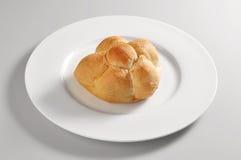 Prato redondo com pão milanês Michetta Foto de Stock Royalty Free
