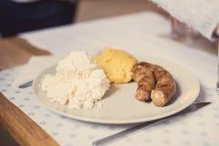 Prato romeno do polenta com queijo e creme de leite Imagens de Stock