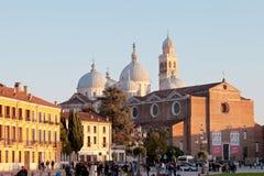 Prato S.Giustina della瓦尔和大教堂视图在帕多瓦 库存图片