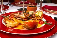 Prato saboroso dos produtos do mar no restaurante fotografia de stock