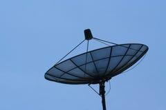 Prato satélite e céu azul Fotos de Stock