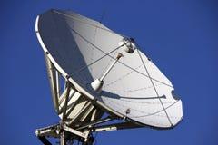 Prato satélite parabólico Imagem de Stock