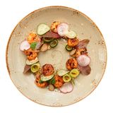 Prato saudável com os camarões e o quinoa, isolados no branco Imagens de Stock
