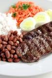 Prato típico de Brasil, de arroz e de feijões Foto de Stock