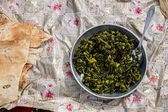 Prato tradicional dos nómadas em montanhas de Zagros foto de stock