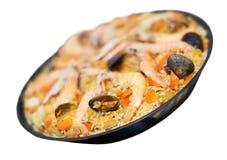 Prato Valencian do arroz com o paella do marisco isolado foto de stock