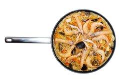 Prato Valencian do arroz com o paella do marisco isolado imagens de stock