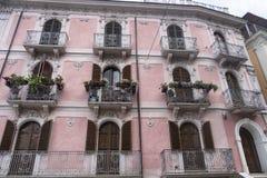Pratola Peligna Abruzzi, Italia: palacio histórico Fotos de archivo libres de regalías