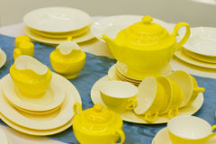 Pratos amarelos bonitos fotos de stock