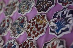Pratos cerâmicos e utensílios de mesa turcos tradicionais do mercado Foto de Stock