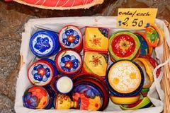 Pratos coloridos do trinket, Silves, Portugal Imagem de Stock