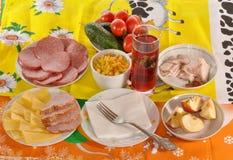 Pratos com alimento imagem de stock