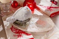 Pratos, cutelaria e decoração do Natal fotografia de stock royalty free