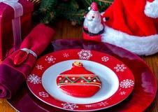 Pratos da cookie e da fantasia de açúcar para Santa fotografia de stock