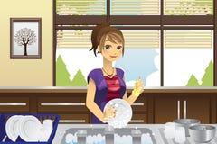 Pratos de lavagem da dona de casa Fotografia de Stock Royalty Free