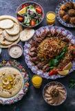 Pratos do Oriente Médio ou árabes e pratos sortidos, vista superior imagens de stock