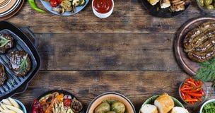 Pratos do quadro e do assado do alimento fotos de stock