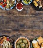 Pratos do quadro e do assado do alimento fotografia de stock
