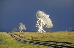 Pratos do telescópio de rádio no obervatório nacional da astronomia de rádio em Socorro, nanômetro imagens de stock