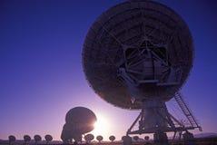 Pratos do telescópio de rádio no obervatório nacional da astronomia de rádio em Socorro, nanômetro foto de stock