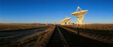 Pratos do telescópio de rádio no obervatório nacional da astronomia de rádio em Socorro, nanômetro imagem de stock