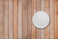 Pratos em uma tabela de madeira Foto de Stock Royalty Free
