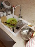 Pratos na cozinha fotos de stock