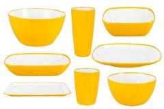 Pratos plásticos amarelos no fundo branco fotos de stock royalty free