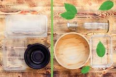 Pratos pl?sticos e naturais foto de stock