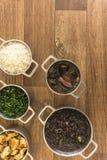 Pratos que são parte do feijoada tradicional, alimento brasileiro típico fotografia de stock