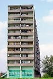 Pratos satélites na fachada de um bloco de torre Fotografia de Stock