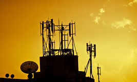 Pratos satélites sobre o por do sol Imagens de Stock Royalty Free