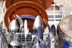 Pratos sujos na máquina de lavar louça fotografia de stock royalty free