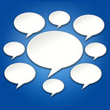 Pratstund bubblar konversation på blå bakgrund 3D royaltyfri illustrationer