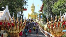 Pratumnak小山和大金黄菩萨雕象在芭达亚,泰国 股票录像