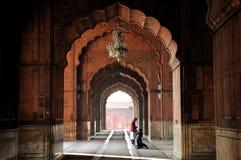 Prauer de la madrugada en Jama Masjid Foto de archivo libre de regalías