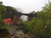 Pravcickabrana - grootste natuurlijke zandsteenpoort in Europa royalty-vrije stock foto