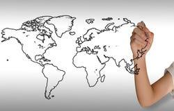 Prawa ręka dziewczyna rysuje światową mapę royalty ilustracja