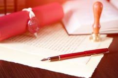 Prawa tła temat Fontanny pióro i handmade papier Zdjęcie Stock