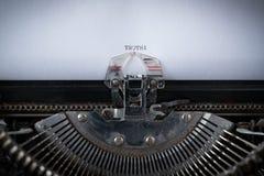 Prawda Pisać na maszynie na maszyna do pisania obrazy stock