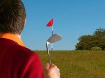prawdziwy golfiarz gra krótki zdjęcia royalty free