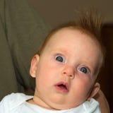 Prawie cztery miesięcy stara dziewczynka na ojczulek ręce Obrazy Stock
