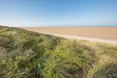 Prawie pusta niezmierna plaża Zdjęcia Royalty Free
