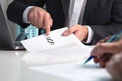 Prawnik daje poradzie prawnej klient w biurze obraz stock