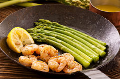 Prawns with asparagus Royalty Free Stock Photos