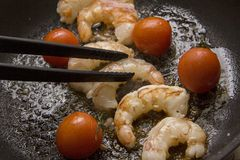 Prawns grilling with tomato Royalty Free Stock Photography