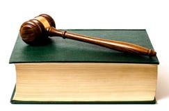 Prawo książka z młoteczkiem zdjęcie stock
