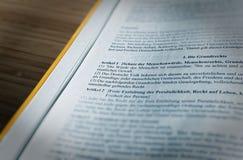Prawodawczy tekst podstawowe prawo artykułu 1 GG praw człowieka zasadnicze prawa Federacyjna republika Niemcy zdjęcia royalty free