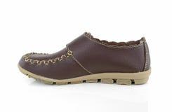 Prawy kobiety brązu but odizolowywający na białym tle Obrazy Stock